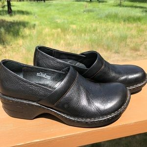 Born ladies' black clogs